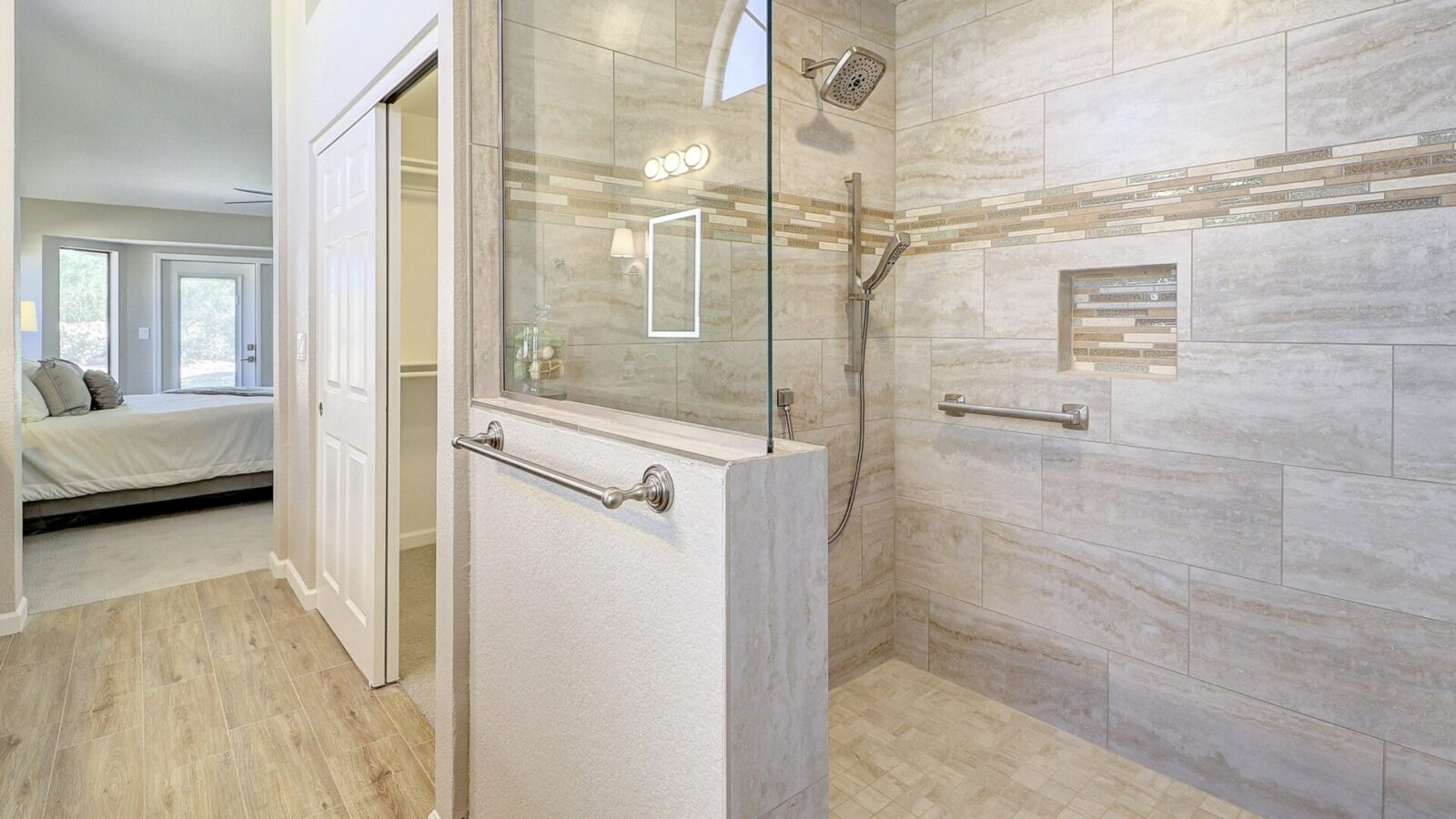A shower room with a Peoria Classic design